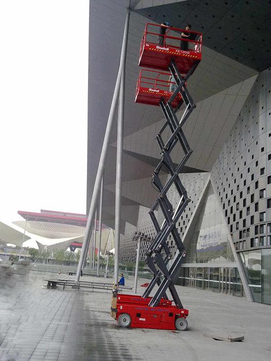 自行剪叉式升降机