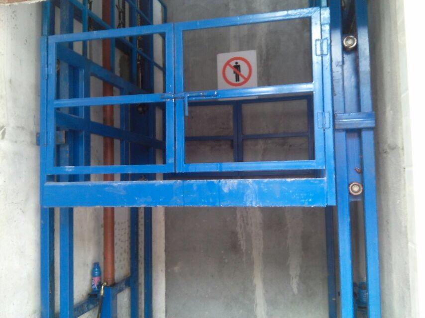升降机防护门